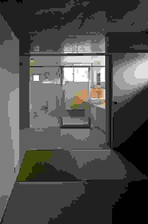 WW+ モダンスタイルの寝室 の arte空間研究所 モダン