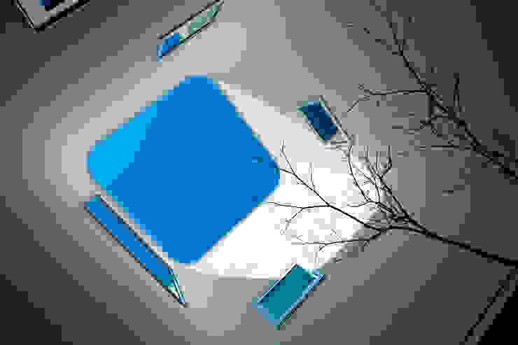 中庭(見上げ) アジア風 庭 の ARCHIXXX眞野サトル建築デザイン室 和風