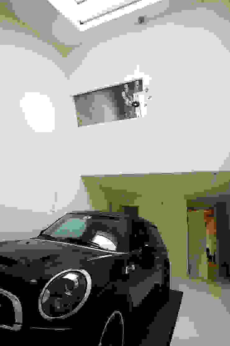 Caramel architekten Garajes de estilo ecléctico