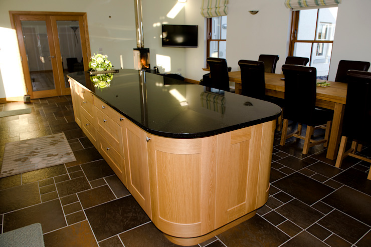 Woodhead Croft, Maryculter, Aberdeen Classic style kitchen by Roundhouse Architecture Ltd Classic