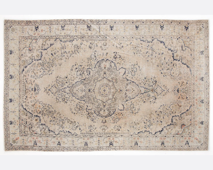 Vintage Handmade Over-dyed Rug In Beige, Cream & Ivory All the hues SalonAccessoires & décorations