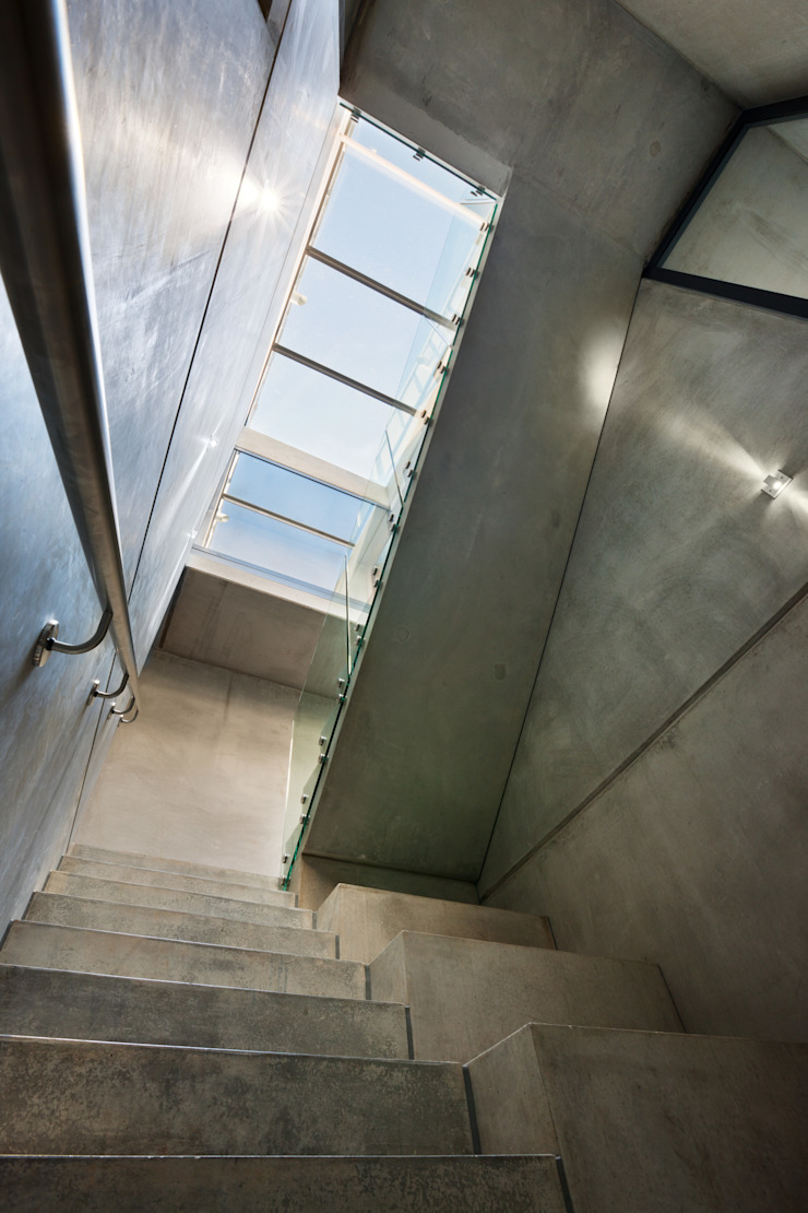 Hill Top House Modern corridor, hallway & stairs by Adrian James Architects Modern
