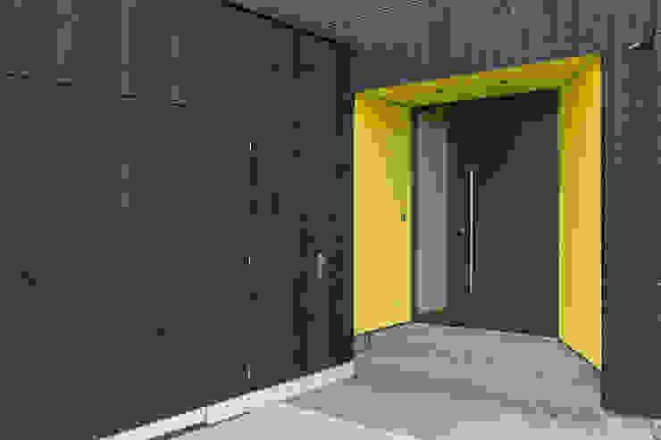 Eingang homify Minimalistische Häuser