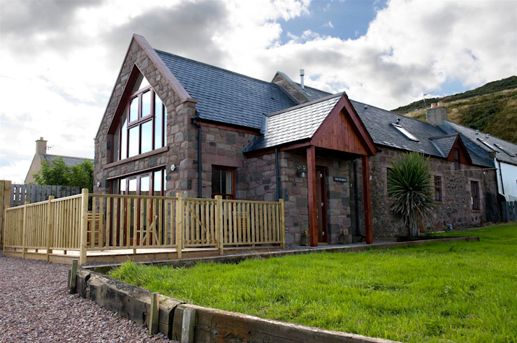 The Stables, Gourdon, Aberdeenshire Country style houses by Roundhouse Architecture Ltd Country