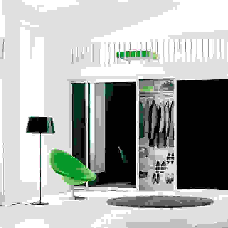 Pasillos, vestíbulos y escaleras de estilo moderno de Elfa Deutschland GmbH Moderno