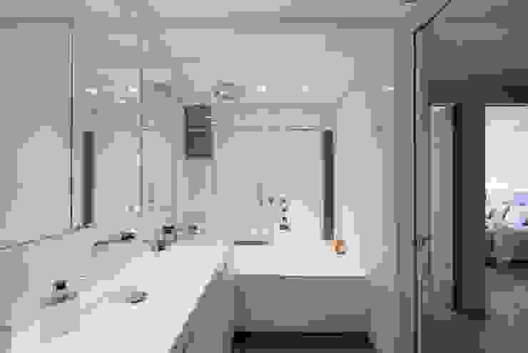 Appartement Paris XVI Salle de bain moderne par Atelier TO-AU Moderne