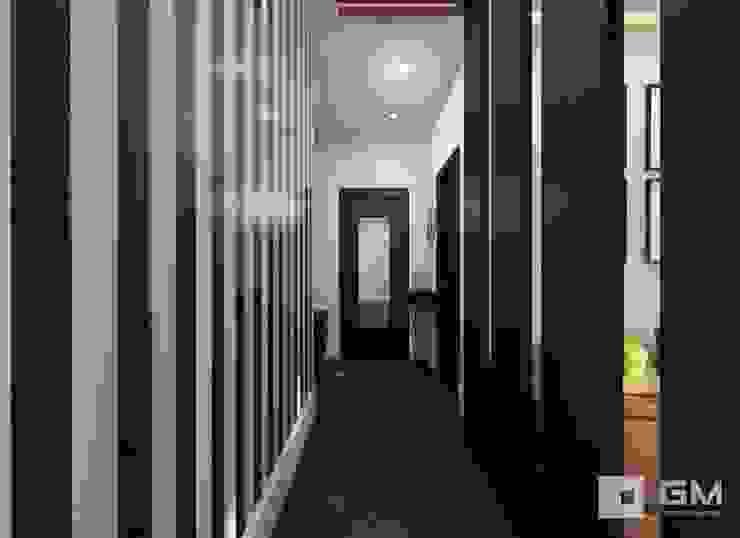 Дизайн интерьера 2-х комнатной квартиры на ул. Лобачевского Коридор, прихожая и лестница в классическом стиле от GM-interior Классический