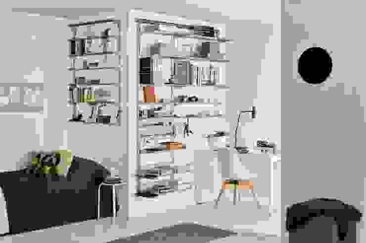 Phòng học/văn phòng phong cách tối giản bởi Elfa Deutschland GmbH Tối giản