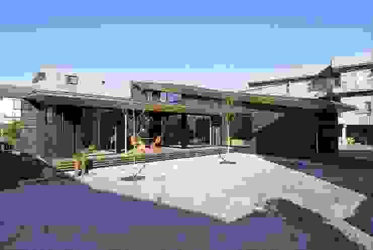 Yakisugi House: 長谷川拓也建築デザインが手掛けた家です。,和風
