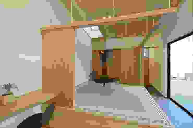 Yakisugi House 和風デザインの 多目的室 の 長谷川拓也建築デザイン 和風