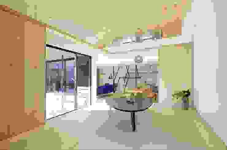 Salle multimédia de style  par 長谷川拓也建築デザイン, Asiatique