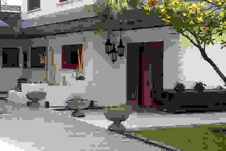 Fachada Casas de estilo clásico de Bernadó Luxury Houses Clásico
