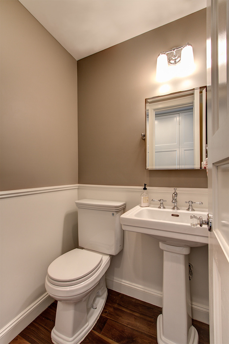 Park Slope Brownstone 3 Colonial style bathroom by Ben Herzog Architect Colonial