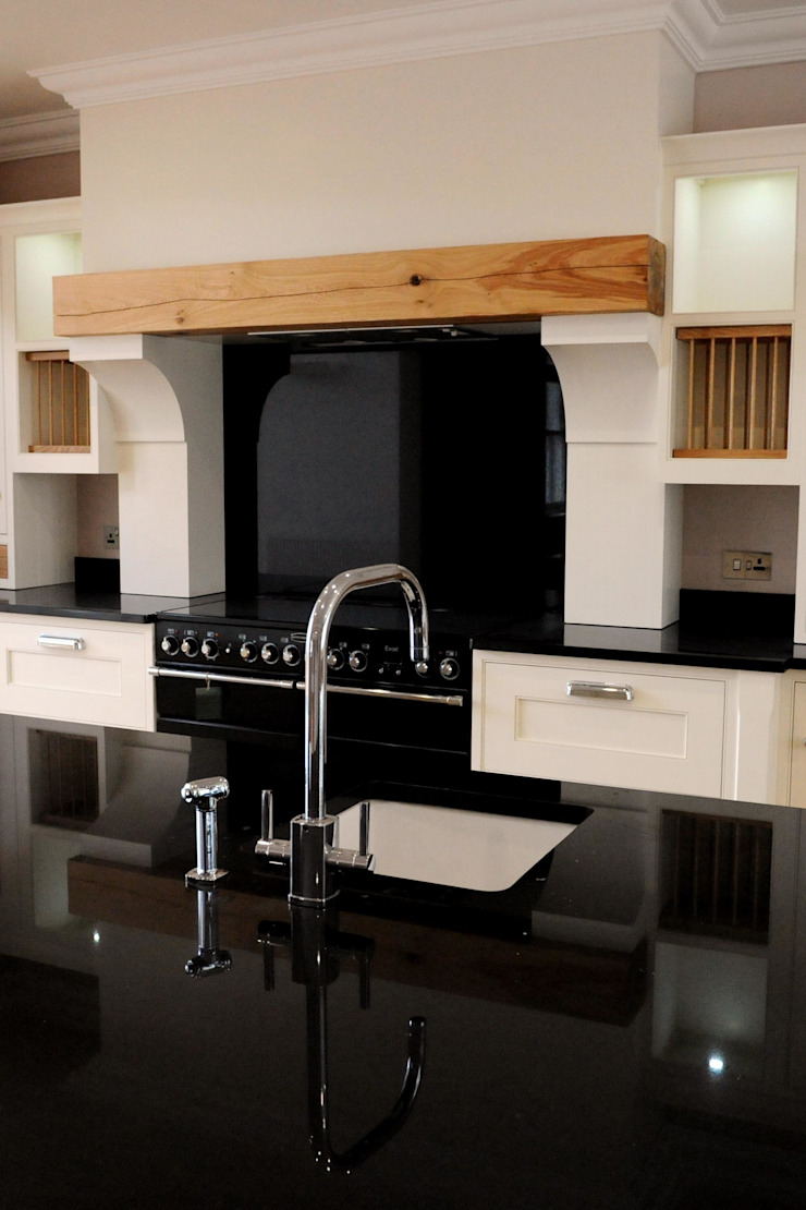 Snowdrop Lodge, Beach Road, St. Cyrus, Aberdeenshire Classic style kitchen by Roundhouse Architecture Ltd Classic