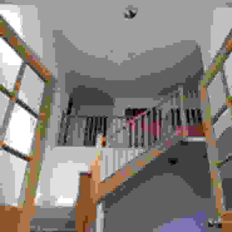 Snowdrop Lodge, Beach Road, St. Cyrus, Aberdeenshire Roundhouse Architecture Ltd Corridor, hallway & stairsStairs