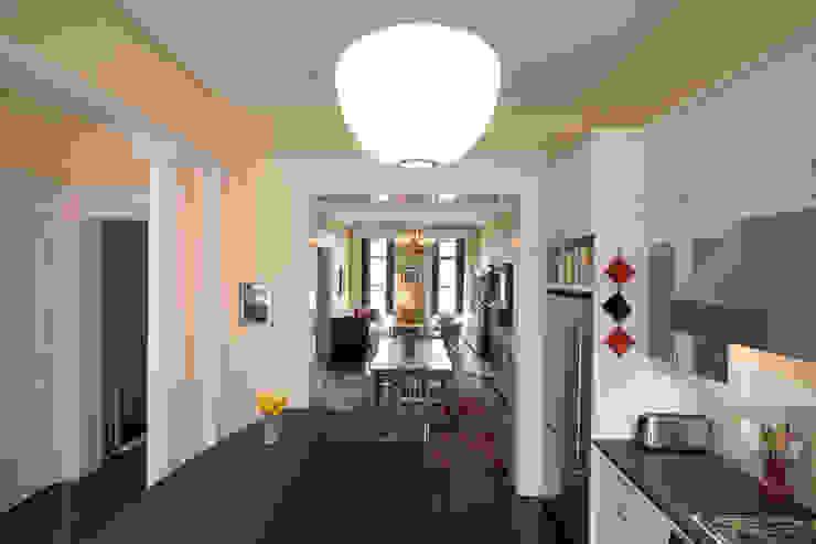 Greenwood Heights Townhouse Klasyczna kuchnia od Ben Herzog Architect Klasyczny