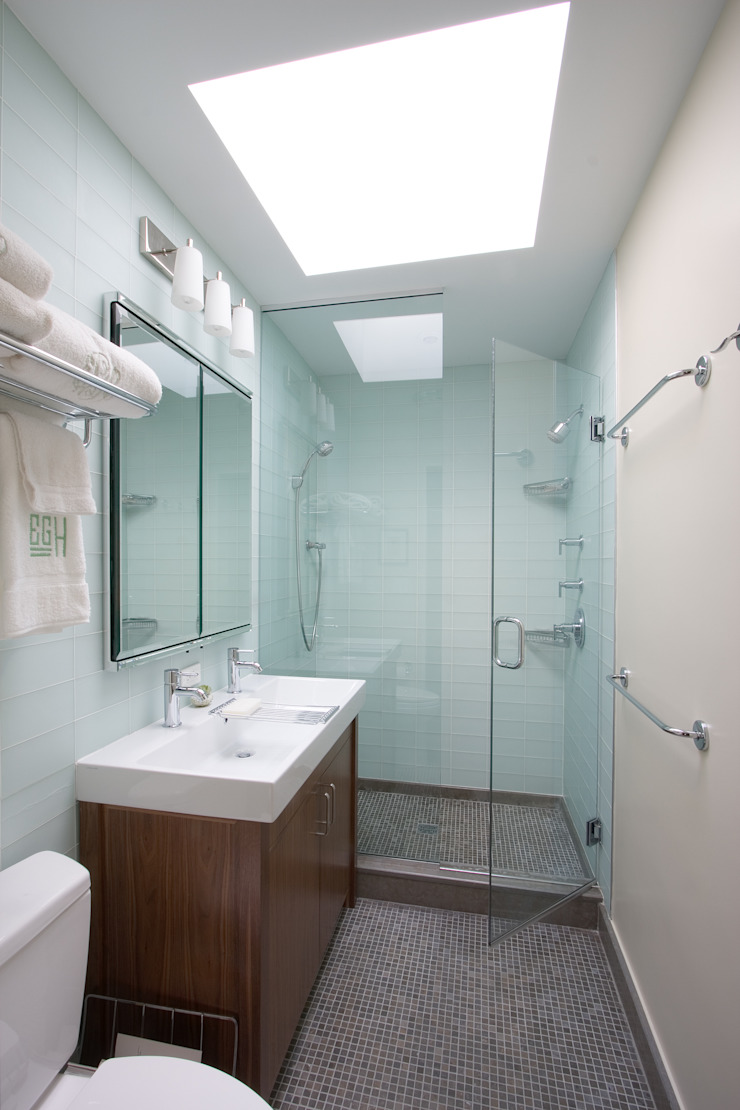 Greenwood Heights Townhouse Classic style bathroom by Ben Herzog Architect Classic