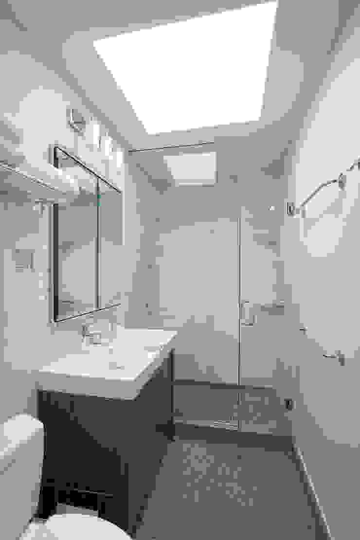 Greenwood Heights Townhouse Klasyczna łazienka od Ben Herzog Architect Klasyczny