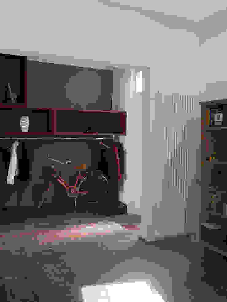 Ristrutturazione di terratetto a Viareggio Ingresso, Corridoio & Scale in stile minimalista di Giuseppe Cipolla Architetto Minimalista