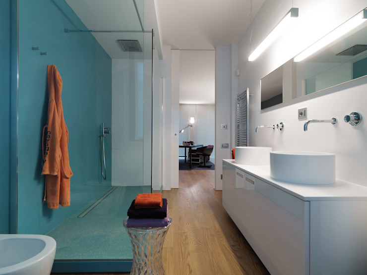 Modern bathroom by studio antonio perrone architetto Modern