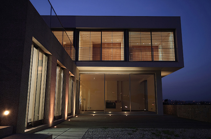 Minimalist houses by Albertina Oliveira-Arquitetura Unipessoal Lda Minimalist