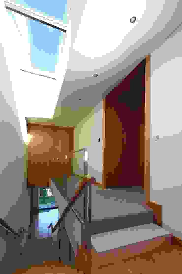 Moradia Unifamiliar Rua Geraldo Kimpell – Valbom Gondomar Casas minimalistas por Albertina Oliveira-Arquitetura Unipessoal Lda Minimalista