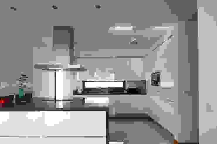 Moradia Unifamiliar Rua Geraldo Kimpell – Valbom Gondomar Cozinhas minimalistas por Albertina Oliveira-Arquitetura Unipessoal Lda Minimalista