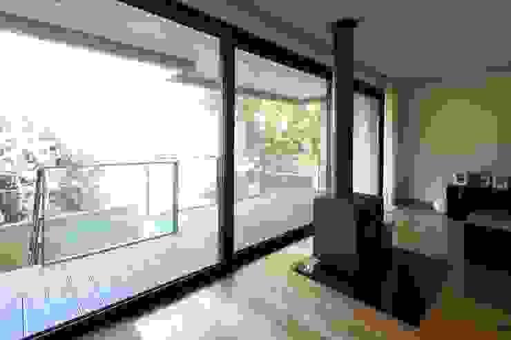 Salas de estilo minimalista de Albertina Oliveira-Arquitetura Unipessoal Lda Minimalista