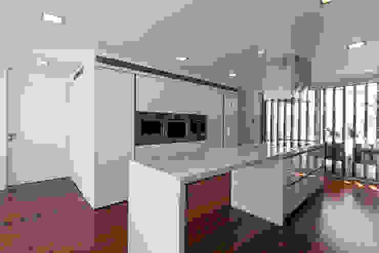 Casa PL Cozinhas modernas por Atelier d'Arquitetura Lopes da Costa Moderno
