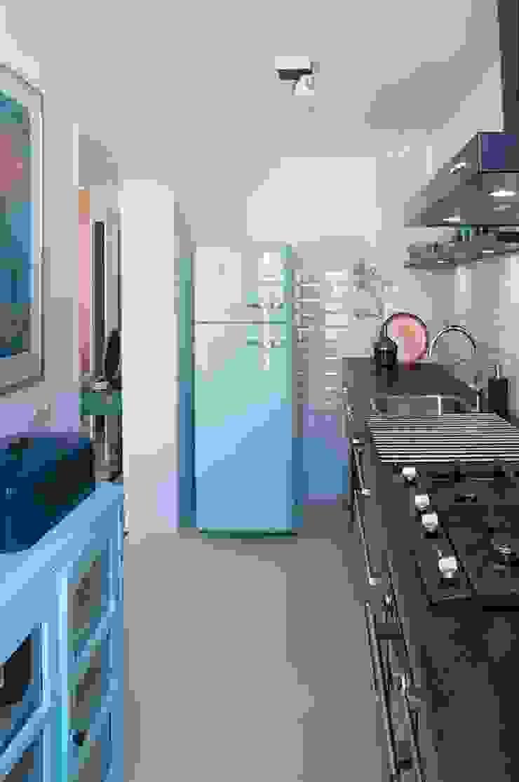 Modern kitchen by IJzersterk interieurontwerp Modern