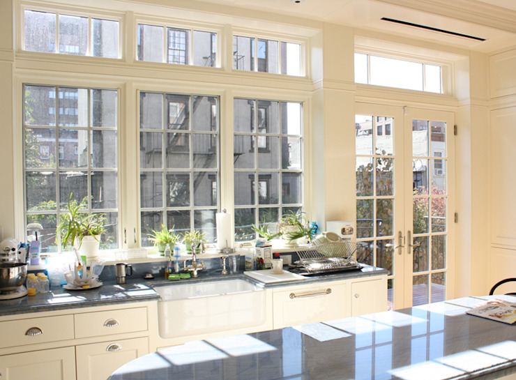 Brooklyn Heights Addition Colonial style kitchen by Ben Herzog Architect Colonial