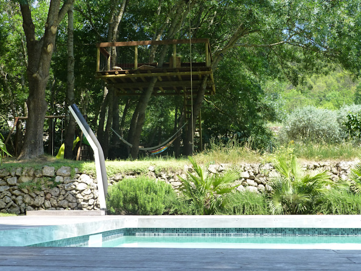 Cabaneo Eclectic style garden