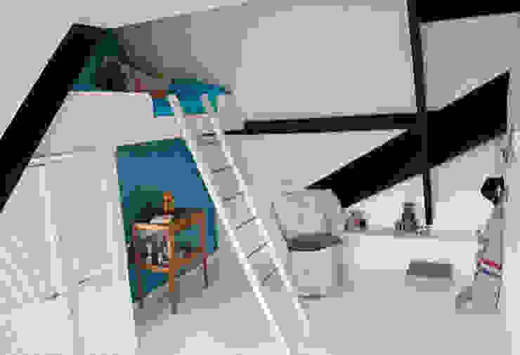 jongenskamer met zwevend bed:  Kinderkamer door IJzersterk interieurontwerp,