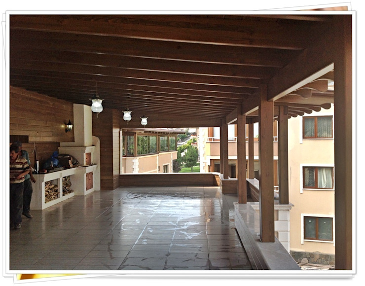 BURSA / HASAN VURAL Rustik Balkon, Veranda & Teras FARFUN AHŞAP DEKORASYON Rustik