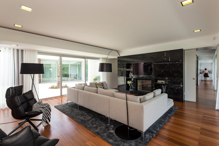 Modern living room by Atelier d'Arquitetura Lopes da Costa Modern