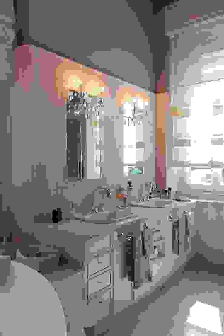 Classic style bathroom by Francesca Bonorandi Classic