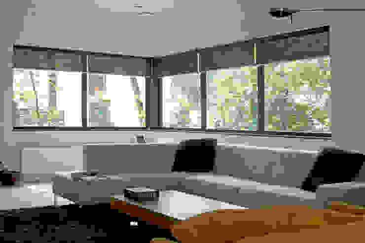 Villa Vught Moderne woonkamers van Doreth Eijkens | Interieur Architectuur Modern