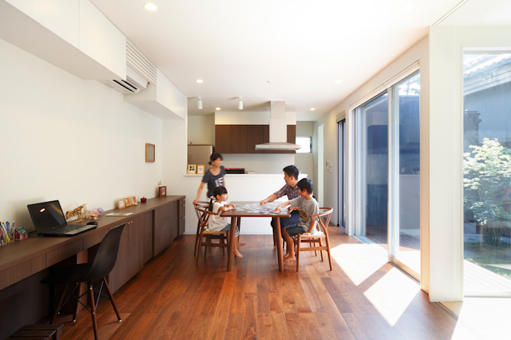 oriono no ie 一級建築士事務所アトリエm Modern dining room Wood Wood effect
