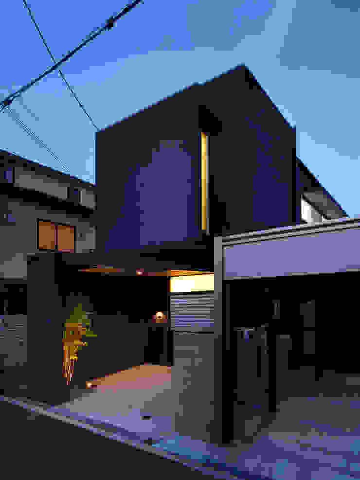 夕景 一級建築士事務所アトリエm モダンな 家 黒色