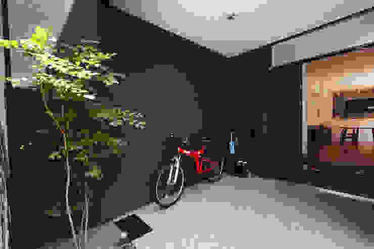 駐輪場 モダンな 家 の atelier m モダン
