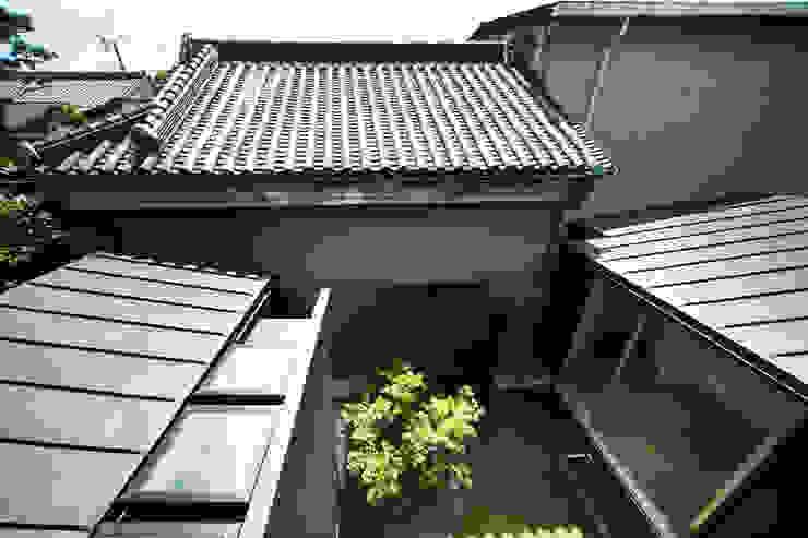 光庭と洗濯室を見下ろす 一級建築士事務所アトリエm モダンな庭