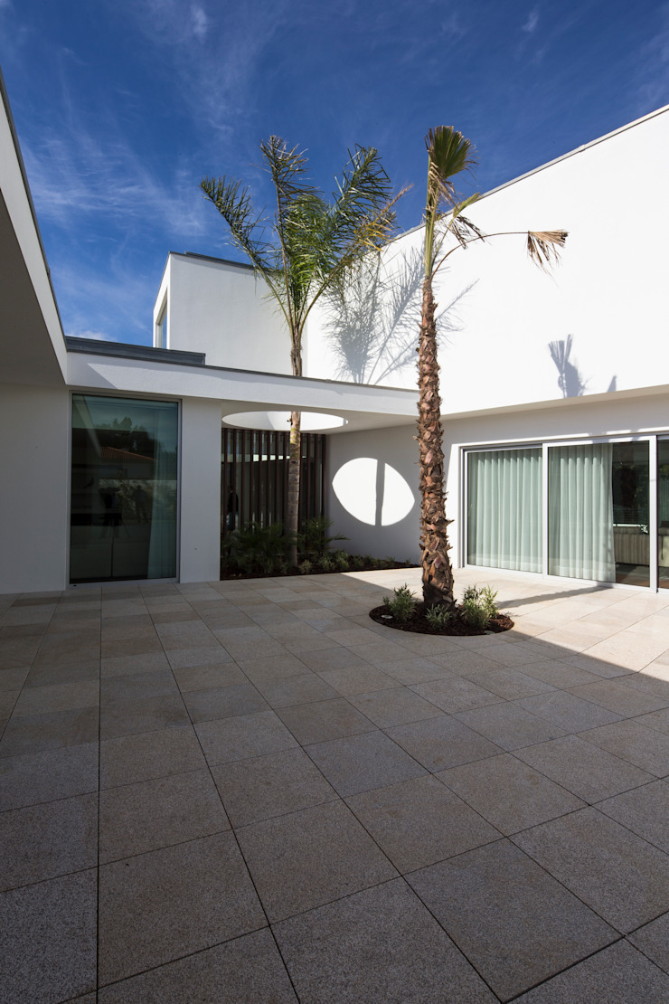 Casa PL Casas mediterrânicas por Atelier Lopes da Costa Mediterrânico