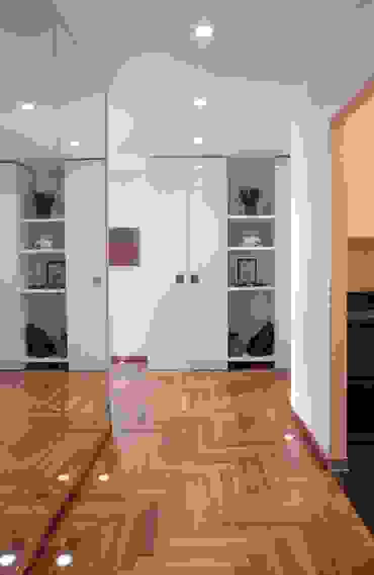 Francesca Bonorandi Modern Corridor, Hallway and Staircase