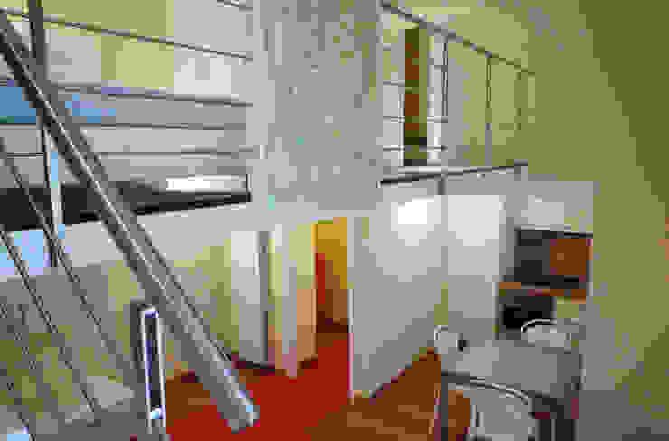 Vista soggiorno Soggiorno moderno di A3 Studio Associato di Architettura e Ingegneria di Arch. Ing. Marco Bramati e Arch. Marco Paolo Galbiati Moderno