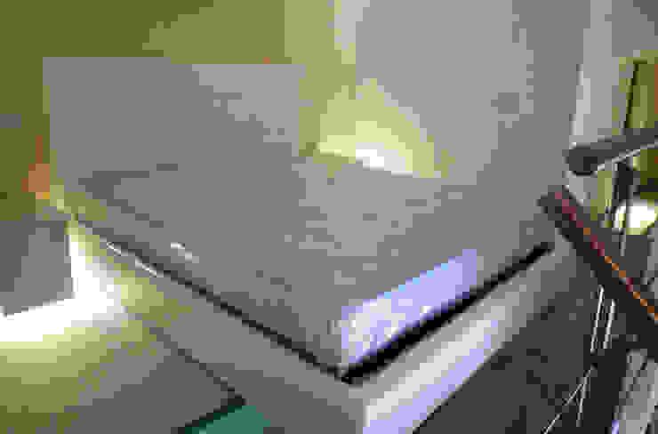 Vista camera da letto Camera da letto moderna di A3 Studio Associato di Architettura e Ingegneria di Arch. Ing. Marco Bramati e Arch. Marco Paolo Galbiati Moderno