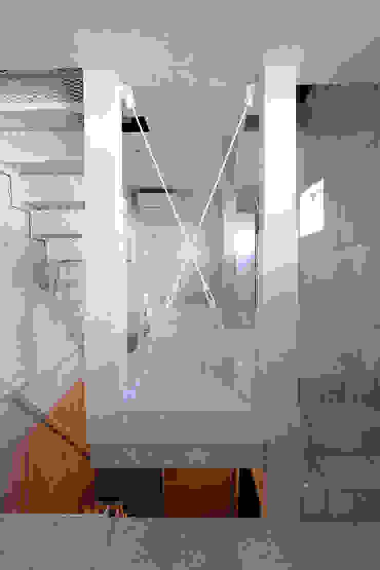8.8坪の家 – スキップフロアの狭小住宅 – モダンスタイルの 玄関&廊下&階段 の atelier m モダン