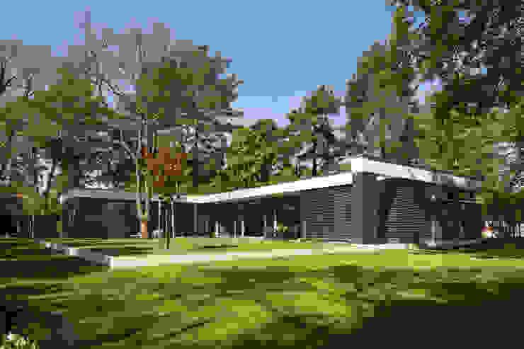 Bungalow by Justus Mayser Architekt Modern