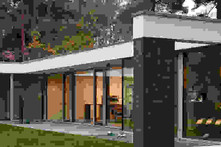 Bungalow Modern home by Justus Mayser Architekt Modern