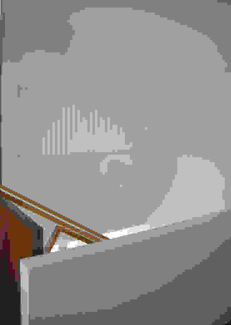 CASA MP Pasillos, vestíbulos y escaleras de estilo moderno de GLF arquitectos Moderno