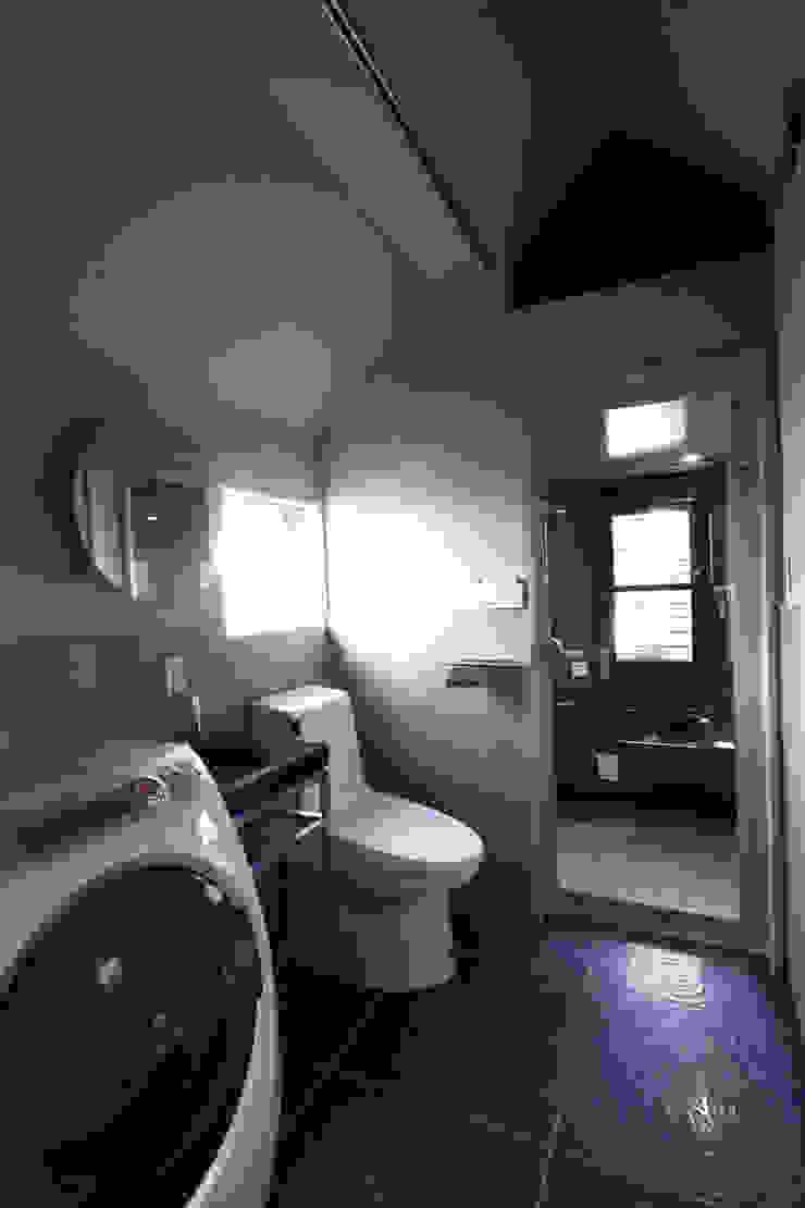 saikudani no ie Banheiros modernos por atelier m Moderno